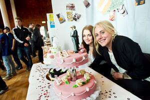 Moa Pettersén och Tove Öhlander gjorde sin praktik på Sjölins bröd. Tjejerna har bakat egna tårtor speciellt för mässan.