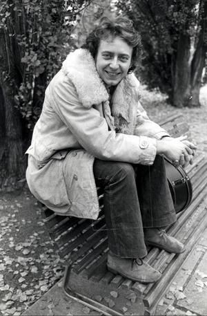 Dinosaurie? Ulf Lundell skrev 1970-talets stora så kallade generationsroman - Jack. Men kanske är romaner av den typen på väg att dö ut, funderar essäisten Olavi Hemmilä. Foto:Anders Kallersand/SCANPIX