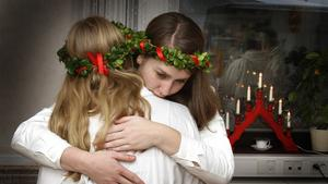 Roslagens Lucia besökte äldreboendet Ängsgården i Norrtälje.