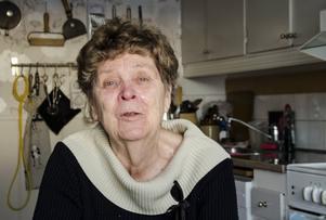 Birgit Rollmar kallar dem sina änglar och pärlor, de ger henne möjlighet att ta igen sig när de tar hand om hennes man som hon levt med i över 50 år.