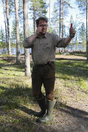 När TH träffar Anders Häggkvist ses vi i skogen. Det är där han trivs bäst.   – Jag ville bo kvar och ha ett jobb där jag kunde vara ute. Det var naturligt att det blev något med skogen, säger Ander Häggkvist.