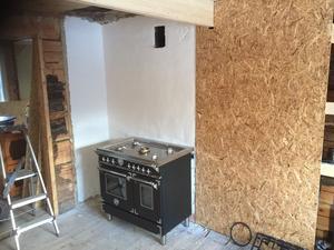 Först in i köket var gasolspisen.