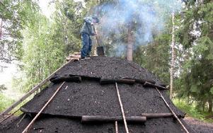 Vid Kvarna kan intresserade varje år följa arbetet med en mila, från inkörning till utrivning. Foto: Arkiv