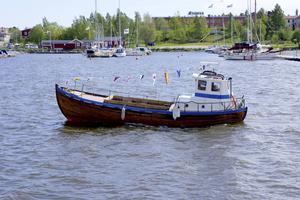 Båten Fia har målats om och blivit blåvit.