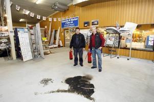 Enligt räddningsledaren gjorde Anders Eklöv och Jan Lewrén allt rätt när de släckte de brinnande gasolkaminerna med sina pulversläckare.