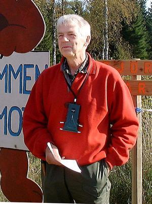 Håkan Mellström är mycket kritisk till förlagen om att lägga ner byskolorna i Ockelbo kommun.