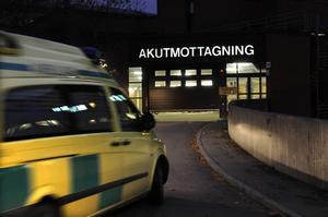 En ambulans på väg till akutmottagningen.