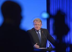Försvarsminister Hultqvist (S) från Borlänge slog hårt mot de myter som sprids i debatten.