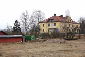 Svanbacken växer. Täkten intill verkstadsföretaget ERP och Lindhs bageri exploateras av Nordhs. En familjefirma som startade i Bergsjö på femtiotalet.