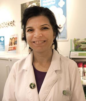 Många tycker att apoteken blivit sämre sedan avregleringen. Bland annat tycker kunderna att de inte får sina mediciner i tid. Det håller inte Gülsüm Sari med om.