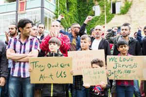Under måndagen demonstrerade många bland de boende på Kulthammar.