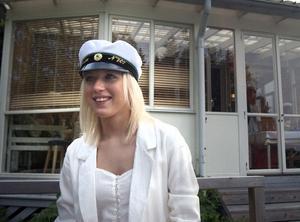- Det blir fullt ös hela dagen. Och imorgon är det upp tidigt för att fixa inför balen, säger Lovisa Åkesson.