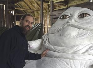 Jabba The Hutt tillsammans med sin skapare Marcus Racic.