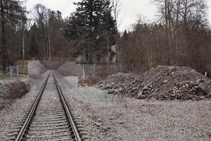 Så här tänker sig Gävle Hamn att området kring Villa Sjötorp ska se ut när det nya järnvägsspåret har dragits, enligt den ansökan som lämnades till kommunen i juli. Villan rustas men hägnas in och blir svåråtkomlig för besökare.