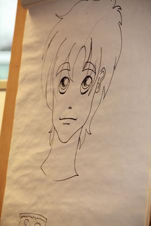 ...och här har figuren fått en frisyr, knivar av hår.