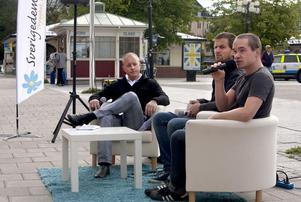 27 augusti 2010: Under valrörelsen var Johnny Skalin värd i Sundsvall åt SD-topparna Björn Söder, Kent Ekeroth och Christian Westling. Det hade då gått nästan tre månader sedan de två sistnämnda beväpnade sig med järnrör under en festnatt i Stockholm.