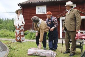 Kultur och föreningsaktiviteter kan också bidra till ökad tillväxt, framhåller skribenten. Bilden: Sommarteatern Norbergs uppsättning av Vem älskar Yngve Frej vid hembygdsgården i Norberg.
