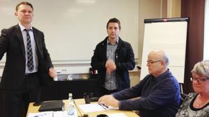 Magnus Lindahl från revisionsbyrån PWC, Fagerstas kommunalråd Marino Wallsten (S), samt kommunrevisorerna Helmut Hoffman och Christina Pernäng deltog i förmiddagens presskonferens.