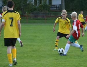 Freddy Masonen och Mattias Suojanen i matchen Fjärdhundra - Heby AIF (2-9). Bild: Ulf Ljungberg.