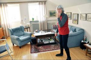 """""""Tyvärr verkar det som jag bryr mig om huset mer än ägarna,"""" säger Vivi-Anne Wassdahl, som älskar sin lägenhet på översta våningen i tegelhuset på Stationsvägen 9."""