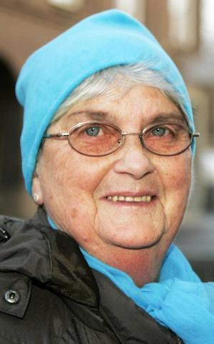 Inger Gladh,70 år, Frösön:– Jag vet inte. Jag använder mobilen bara när jag ska leta rätt på gubben på stan. Men i stugan vid Öjån i Hammerdal har vi ingen täckning. Vi får gå upp på berget.