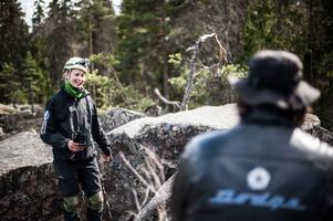 Nathalie Petersson berättar om Rudtjärnsgrottorna.