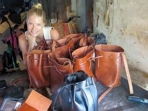 Jenny Nordlöw har startat ett företag i Lagos. Om hon lyckas att få det med vinst så kommer hon att skänka en del av pengarna till ett av den nigerianska storstadens hem för föräldralösa barn.