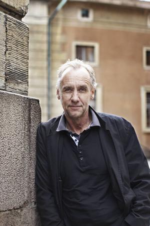 Över 30 böcker har han skrivit, Håkan Nesser. I intervjuer har han sagt att Eugen Kallman är hans sista, men det vore ju synd.