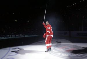 Zetterberg under Detroits line up inför en match mot Dallas Stars på hemmaisen i Joe Louis Arena.