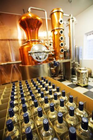 Gin, tillverkad i Dala, med touch av Norrland - spetsad med lingon, koriander och citron. På onsdagen fick Hernö artisan Gin ett av ginvärldens finaste utmärkelser i London.