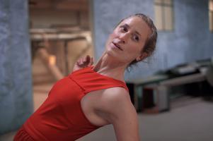 """I dansföreställningen """"Rhythmania"""" på Dalateatern på tisdag tar Anna Öberg pulsen på publiken."""