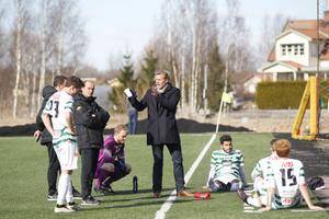 VSK:s Johan Mjälby under matchen mot Skiljebo