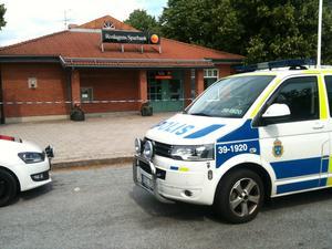 Roslagens sparbank i Älmsta rånades vid halv tolv på måndagen.