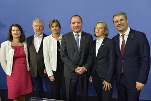 Stefan Löfven med en uppsättning nya ministrar.