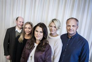 Henrik Dorsin, Malin Cederbladh, Mia Skäringer, Josephine Bornebusch och Johan Rheborg spelade i serieversionen av