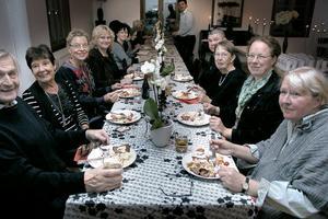 Centerpartiet och Centerpartiet hade bjudit in medlemmar och sympatisörer till valvaka, som inleddes med god mat.