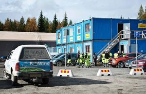 Det har växt upp ett minisamhälle av baracker både på arbetsplatsen Stamåsen och i byn Görvik där Siemens personal bor.