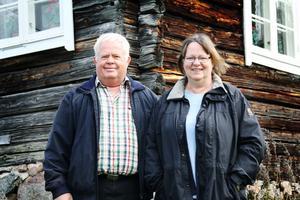 Hans och Inga-Maj Vogt från Gävle har numera Lekatts soldattorp som fritidshus. Det går bra och det är inga problem, säger Hans som övertog huset efter sin far.