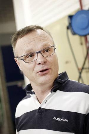 Djurhabiliteraren Stefan Gabrielsson har själv varit med och räddat oljeskadade fåglar i skarpt läge efter stora miljökatastrofer. I helgen utbildade han 48 personer i Gävle till fågeltvättare.