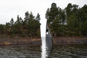 Den internationella konstvärlden har genom ett upprop vädjat till den norska regeringen att man ska låta uppföra
