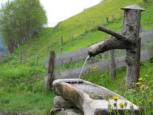 Många vattentankställen efter vandringslederna i Gasteinerdalen.