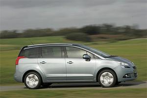 Nya Peugeot 5008 bygger till stor del på samma teknik som Citroën C4 Picasso och börjar säljas i Sverige en bit in på nästa år.