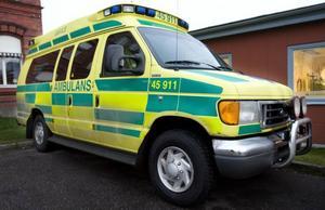 SLUTKÖRT. Ford Tristar-ambulanserna hör till de nyaste och mest moderna i landstinget. Men nu har de tills vidare tagits ur drift. Efter en rad in-cidenter där bilarna uppträtt instabilt och börjat vandra över vägbanan vågar inte ambulansledningen längre använda dem.