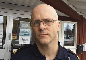 Lars Winther vid Rättvikspolisen är bekymrad över skadegörelsen och uppmanar alla föräldrar att ta ett samtal med sina ungdomar – innan något ännu allvarligare inträffar.