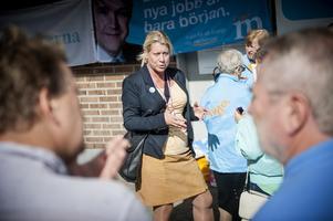 Catharina Elmsäter-Svärd dök upp i Nykvarns centrum och pratade med väljare i går.