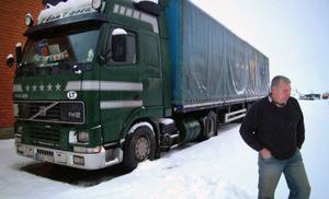 Algirdas Jurkaitis, Klaipeda, Litauen, väntar på att stövelfabriken i Pilgrimstad skall få sina ryska pengar så att han kan lasta de 3000 stövelparen och åka hem. Foto: Ingvar Ericsson