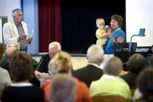 Debattens moderator Gunnar Haag och Anne-Marie Eriksson (C) deltog i mötet.