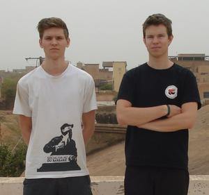 Markus Allard (till vänster) och Edvard Welander kan inte ta sig ut ur Mali.