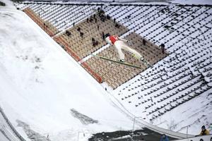 Jonas Sandell, SM-trea, flög långt i första hoppet, 90,5 meter.