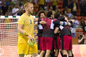 160810 Sveriges Jim Gottfridsson deppar efter förlusten i  handbollsmatchen mellan Egypten och Sverige den 10 augusti 2016 under OS i Rio de Janeiro